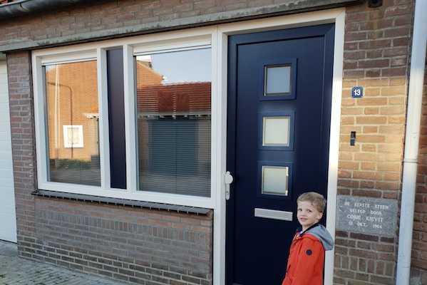 Kunststof kozijnen houtlook - Voorgevel blauwe deur